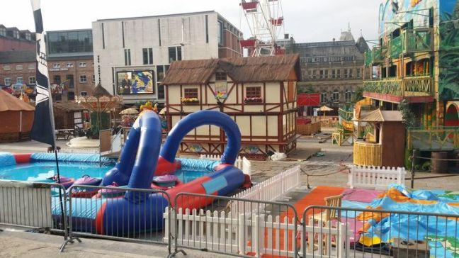turismo de Leeds-playa en la plaza del Millenium
